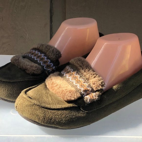 isotoner Shoes - Isotoner Faux Fur Olive Slip on Shoes Size M(7)